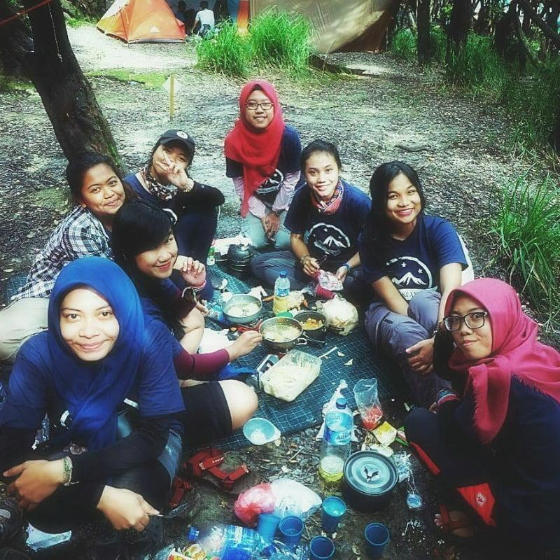 Teman Makan di Gunung