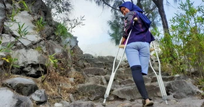 Kisah Arrohma Sukma, Tak Henti Mendaki dengan Satu Kaki