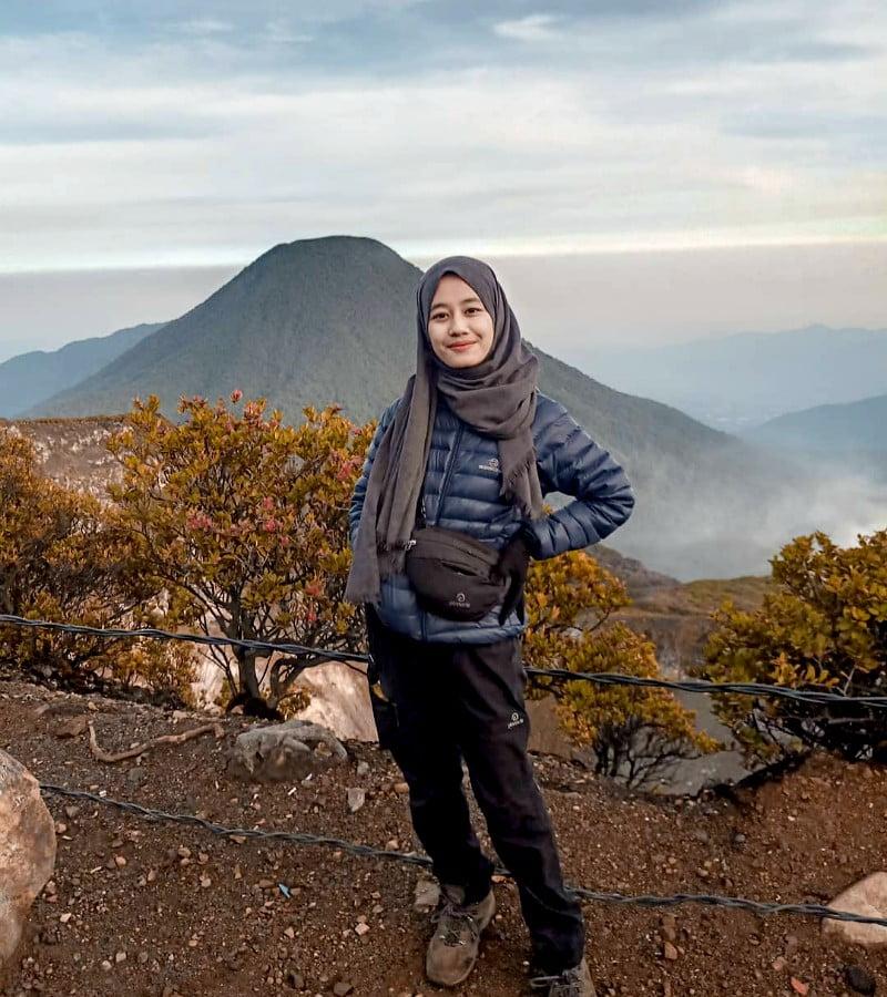 Cara Menghindari Dehidrasi Saat Mendaki Gunung