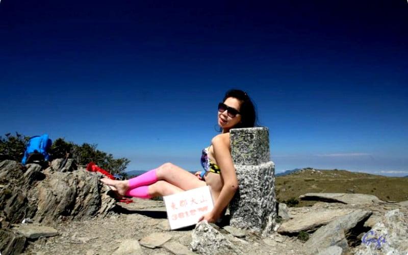 Gigi Wu, Pendaki Berbikini yang Menaklukkan 100 Gunung