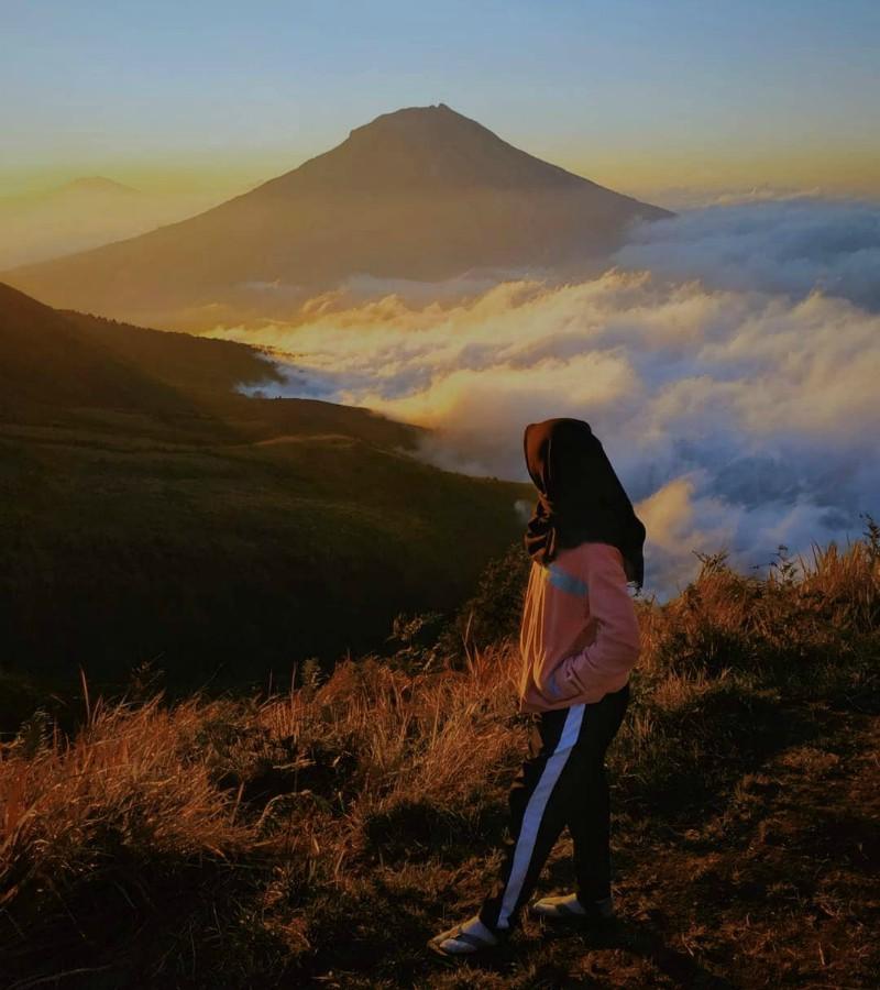 Semeru, Pemilik Puncak Tertinggi di Pulau Jawa
