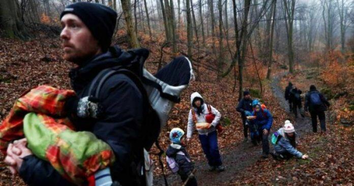 Ribuan Orang Hungaria Cari Ketenangan di Jalur Pendakian