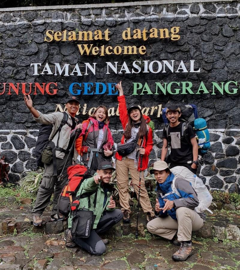 5 Potret Cantik Febby Rastanty di Gunung Gede Pangrango
