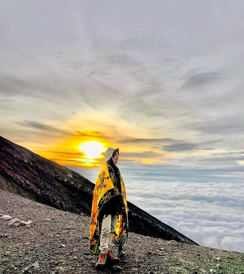 8 Tips Aman Mendaki Gunung Marapi