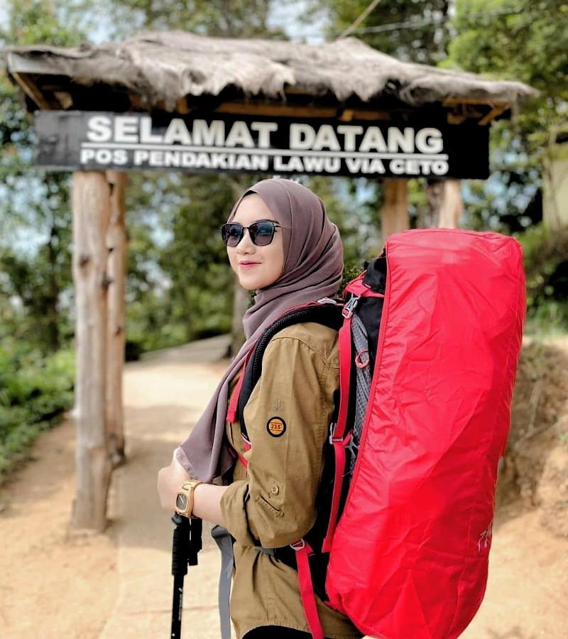 Pakaian Mendaki Gunung yang Wajib Dipakai Pendaki
